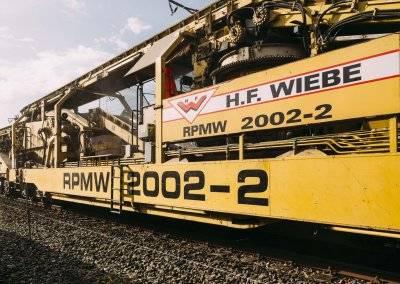 Die Gleisbaumaschine RPMW 2002-2 beim Fotoshooting