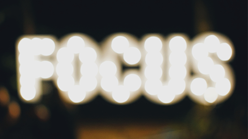 Verschwommener Focus Schriftzug